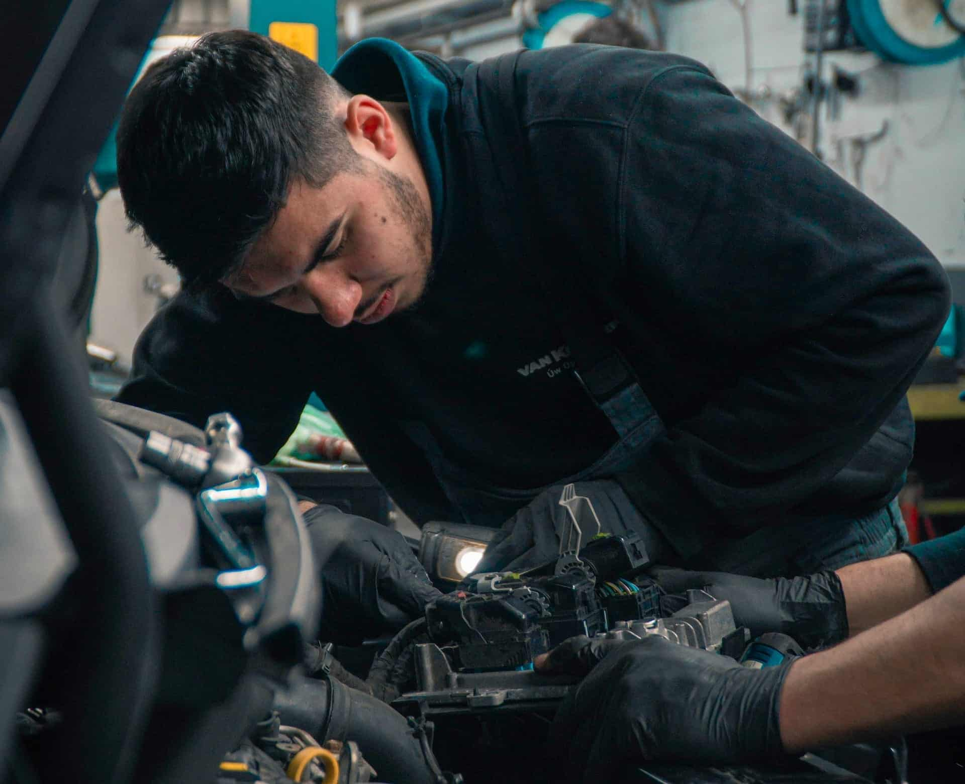 A mechanic under another's supervision