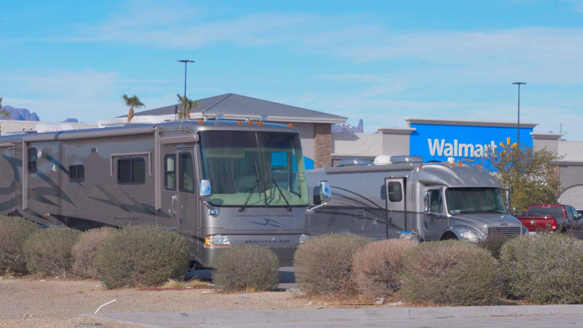 Walmarts are a great fre overnight rv parking location